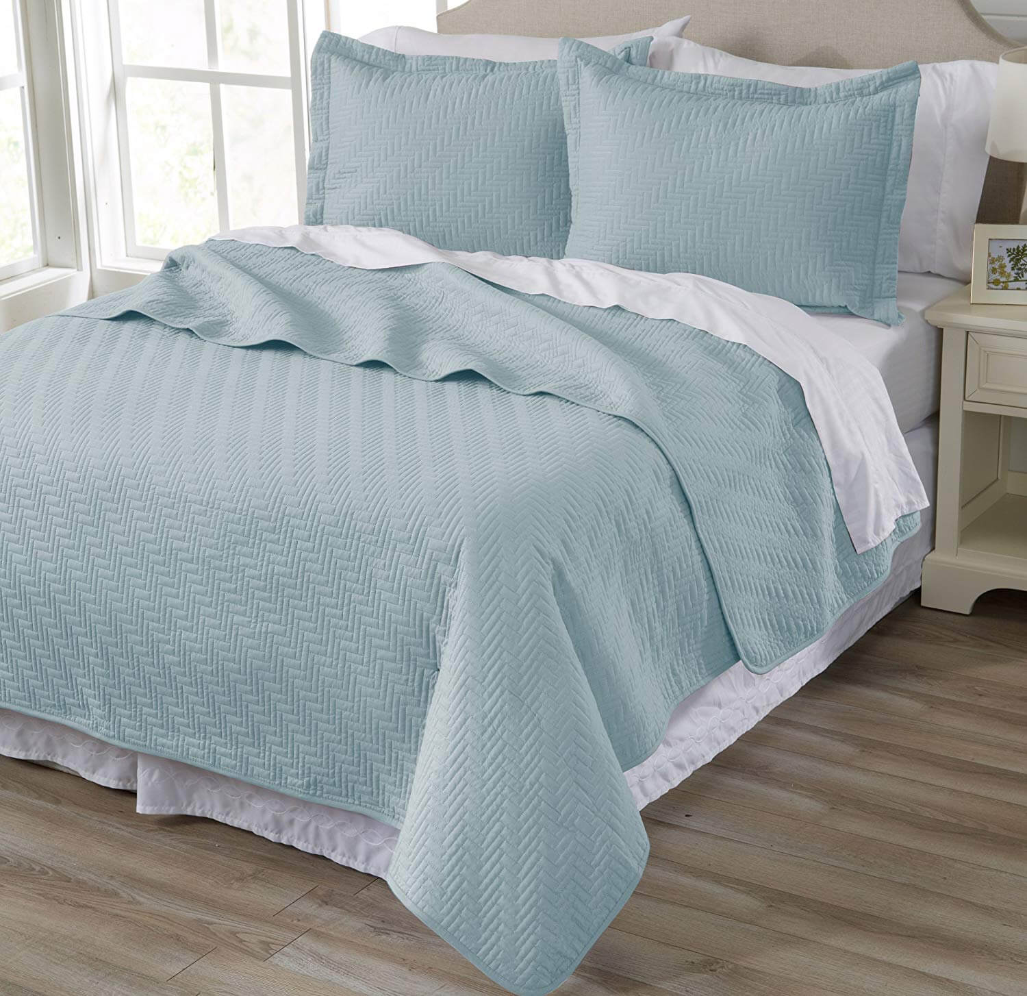 10. 3-Piece Luxury Quilt Set with Shams